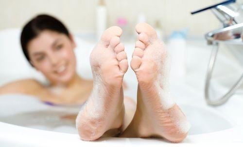 Почему при месячных нельзя сидеть в ванной